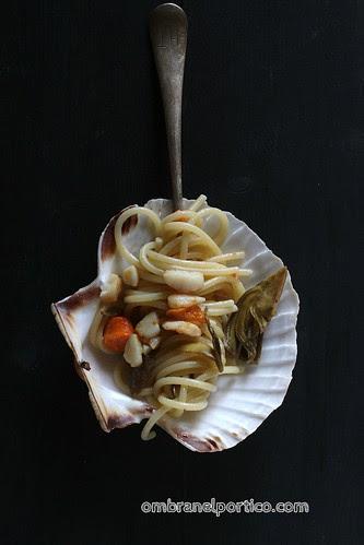 Spaghetti con capesante e carciofi