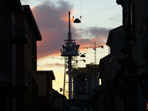 Edifici, tralicci e tanti fili by Ylbert Durishti