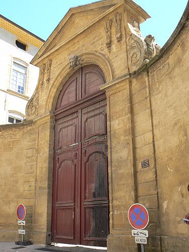 hôtel de Valbelle, portail à carosses.jpg