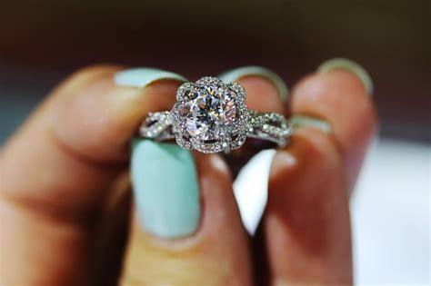 15 Things Your Engagement Ring Says About You   TheTalko