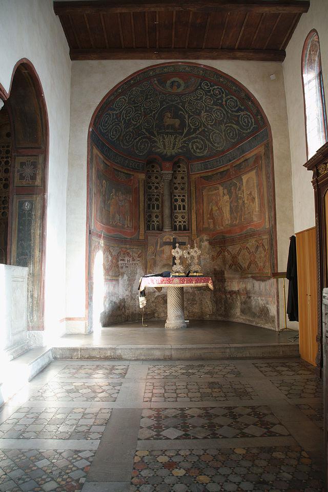 Santa Maria in Cosmedin Rom kapell rätt side.jpg