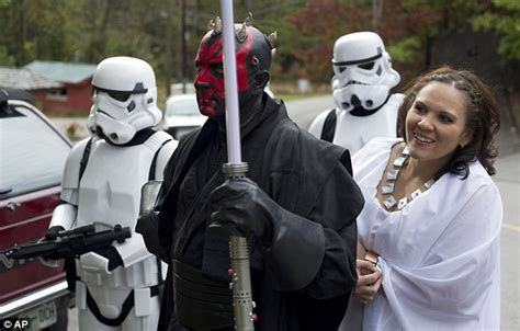 Star Wars fans wed in themed ceremony complete with
