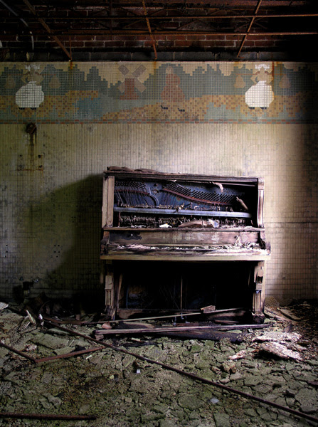 Abandoned Piano Photo by Rob Dobi