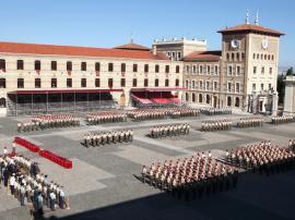Entrega de sables a los nuevos alumnos de la Academia General Militar.