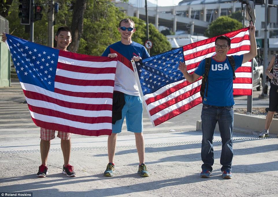 Sem medos terror: David, 32, um contador de Orange Co, CA, Darin, 37, também de Orange Co, CA, e Damião, de Michigan disseram que estavam apenas no Rio para o sportd