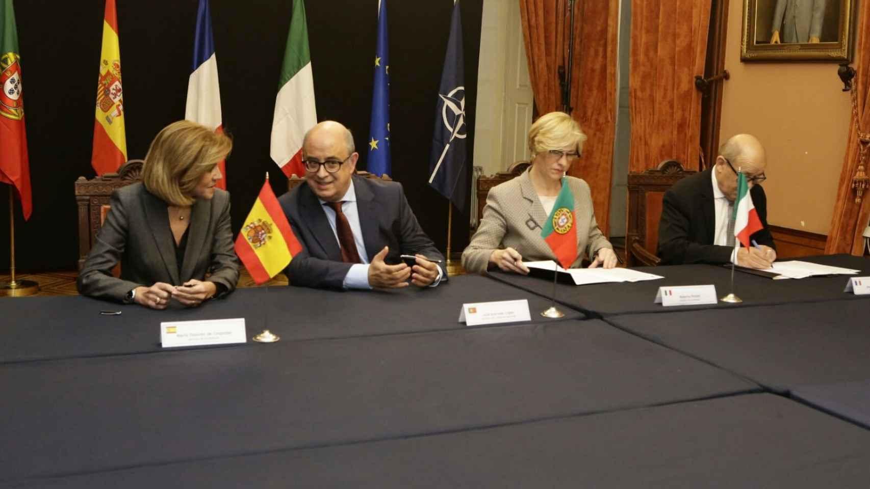 Cospedal se reunió en Oporto con sus homólogos portugués, italiano y francés para analizar las amenazas del Mediterráneo.