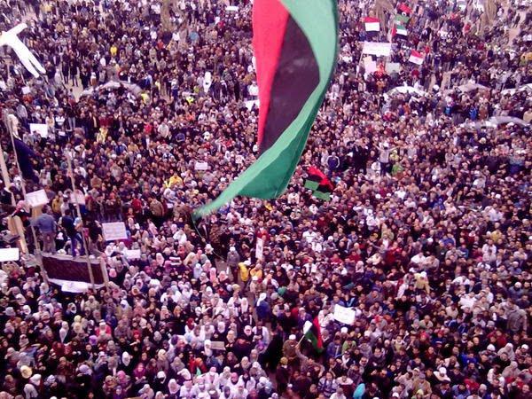 LibyaCrowdStreet.jpg (121204 bytes)