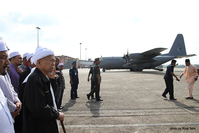 Nik Aziz Tidak Hadir Sambut Jenazah Di Lapangan Terbang Kota Bharu?