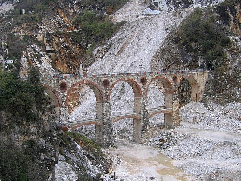Fil: Carrara broar till 2007-03 Vara04-30.jpg