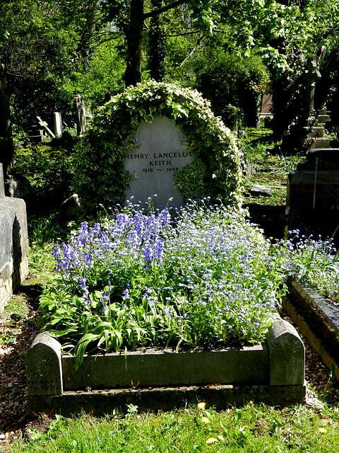 Highgate Cemetery_25