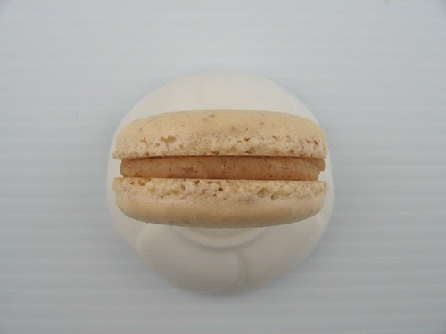 salted_alm_butter_macaron_1
