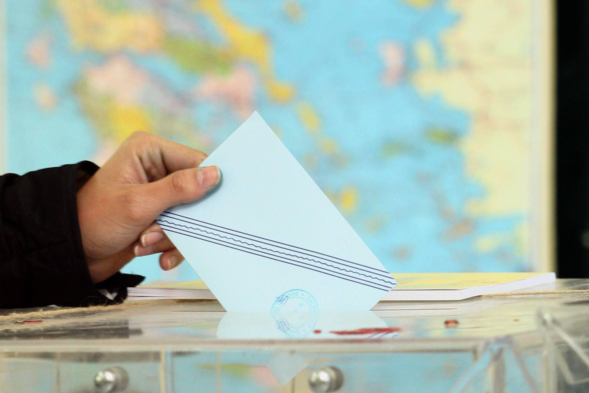 Σαμαράς-Βενιζέλος προωθούν αλλαγή εκλογικού νόμου.