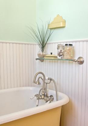 Beach-themed Bathroom - Bathroom decorating ideas