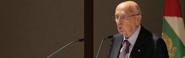 """Napolitano: """"Considerare amnistia"""". M5S: """"Sotto ricatto, prepara terreno per B."""""""