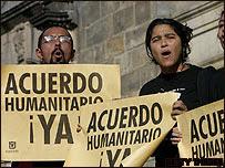 Familiares de rehenes de las FARC protestan en Bogotá (22.11.07)
