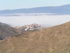 Sos del Rey Católico, emergiendo de la niebla