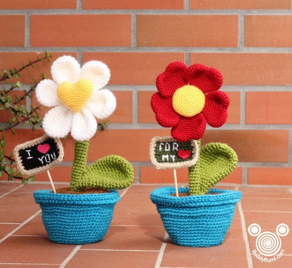 http://www.etsy.com/pt/listing/123360952/pattern-heart-shaped-flowers-gift?ref=shop_home_active