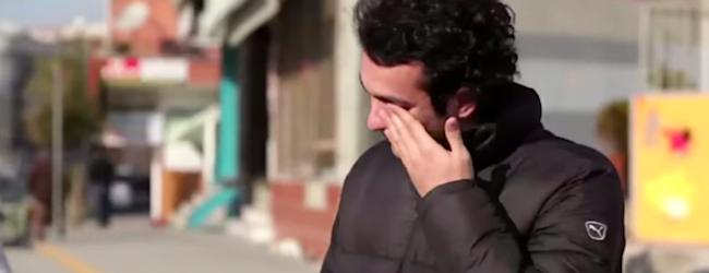 Θα δακρύσετε! Μια ολόκληρη γειτονιά έμαθε κρυφά νοηματική για να κάνει έκπληξη σε φίλο τους με προβλήματα ακοής
