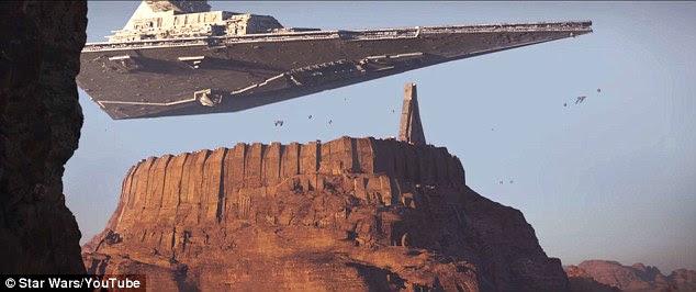 De que lado?  A Star Destroyer também pode ser visto no trailer