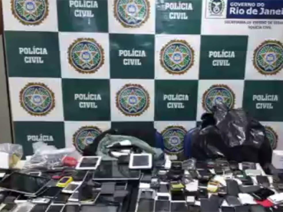 Celulares apreendidos pela Polícia Civil do Rio  (Foto: Divulgação/ Polícia Civil)