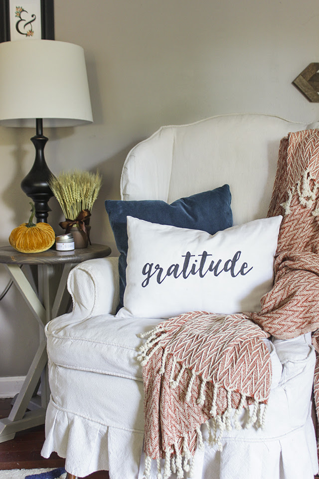 Handmade gratitude pillow for fall created by Shades of Blue Interiors  ||  Friday Favorites at www.andersonandgrant.com