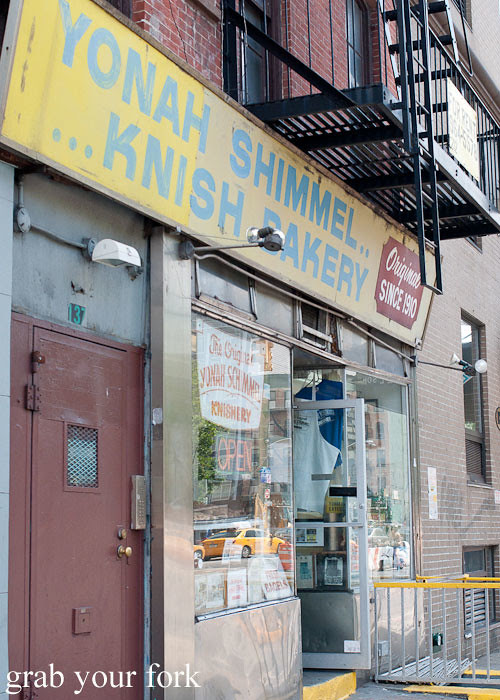 yonah shimmel knish bakery nyc new york usa jewish food lower east side les