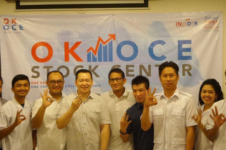 Sandiaga Uno bersama tim saat meresmikan OK-OCE (One Kecamatan One Center for Entrepreneurship) Stock Center di Pantai Indah Kapuk, Jakarta Utara, Senin (10/4/2017). Sandi mengajak pelaku ekonomi lokal mulai menjajaki pasar modal dengan berlatih di OK-OCE Stock Center ini.