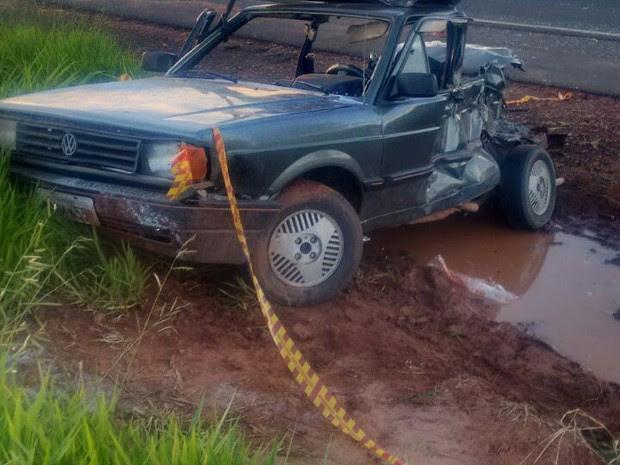 Mulher morreu em acidente (Foto: Polícia Militar/Divulgação)