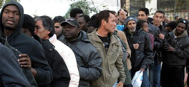 """Δημοσκόπηση ΒΟΜΒΑ – Αυτό είναι το προφίλ των """"μεταναστών"""" – Είναι άνδρες, νέοι που συμπαθούν τους τζιχαντιστές"""