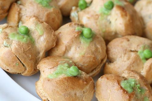 Choux puffs with minty ricotta and peas / Keedutainapallid ricotta-herne-münditäidisega
