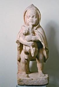 «Το Προσφυγάκι», το μαρμάρινο άγαλμα του 150 μ.Χ. βρέθηκε το 1922 σε ανασκαφές του Έλληνα αρχαιολόγου Κουρουνιώτη στον αρχαιολογικό χώρο του Βουλευτηρίου ή Γεροντικού της Νύσσης. Το Προσφυγάκι ακολούθησε τους πρόσφυγες της Μικρασιατικής καταστροφής και βρίσκεται σήμερα στο Εθνικό Αρχαιολογικό Μουσείο.