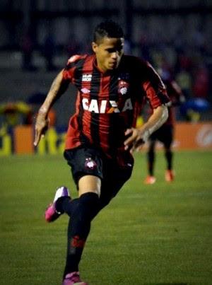 Léo atlético-pr internacional (Foto: Reprodução / Site Oficial do Atlético-PR)