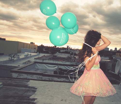 http://s1.favim.com/orig/201109/15/balloon-blue-cute-girl-photography-Favim.com-145203.jpg
