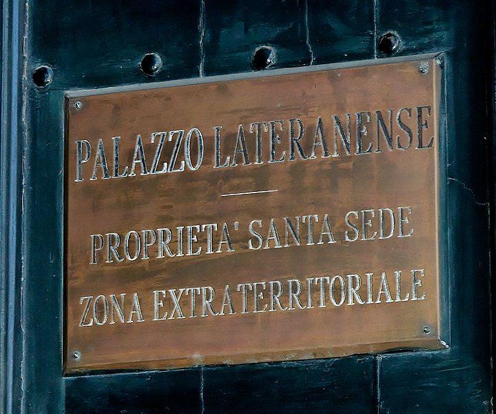 File:Extraterritoriality Palazzo del Laterano 2006-09-07.jpg