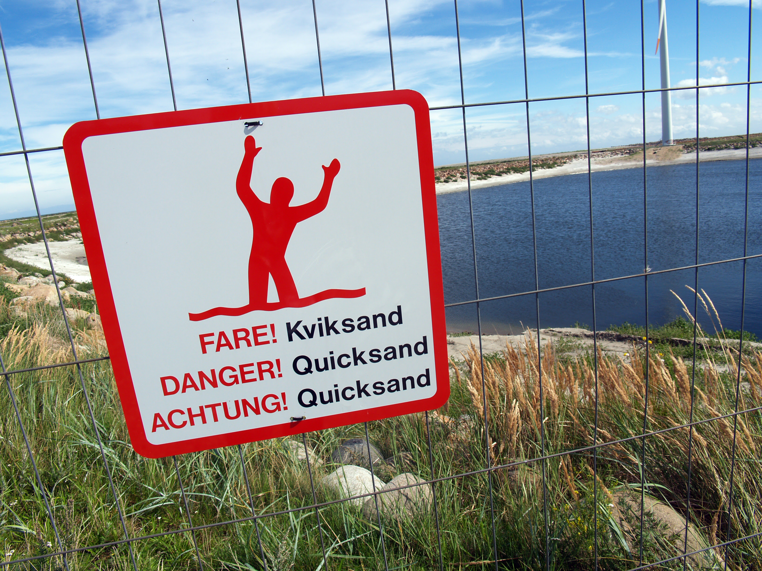 http://upload.wikimedia.org/wikipedia/commons/5/5c/Quicksand-warning-sign-denmark-2010.jpg