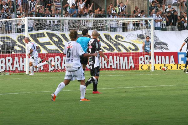 Leandrão teve gol anulado pelo árbitro