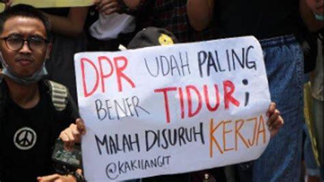 deretan foto poster poster menggelitik  aksi demo
