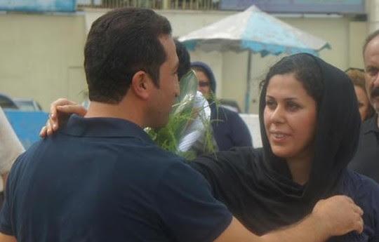 Setembro de 2012: pastor Yousef Nadarkhani é recebido por sua esposa após libertação da cadeia