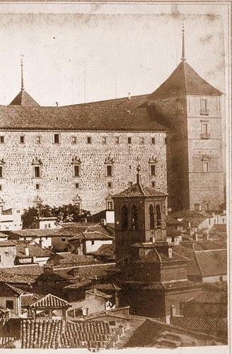 Torre de la Iglesia de la Magdalena con el Alcázar al fondo en el siglo XIX