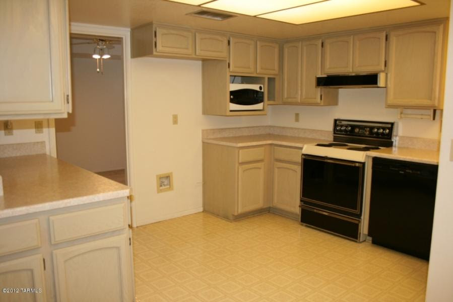 Would love ideas/suggestion for inexpensive kitchen makeover ...