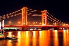 Jembatan Ampera sungai Musi Palembang