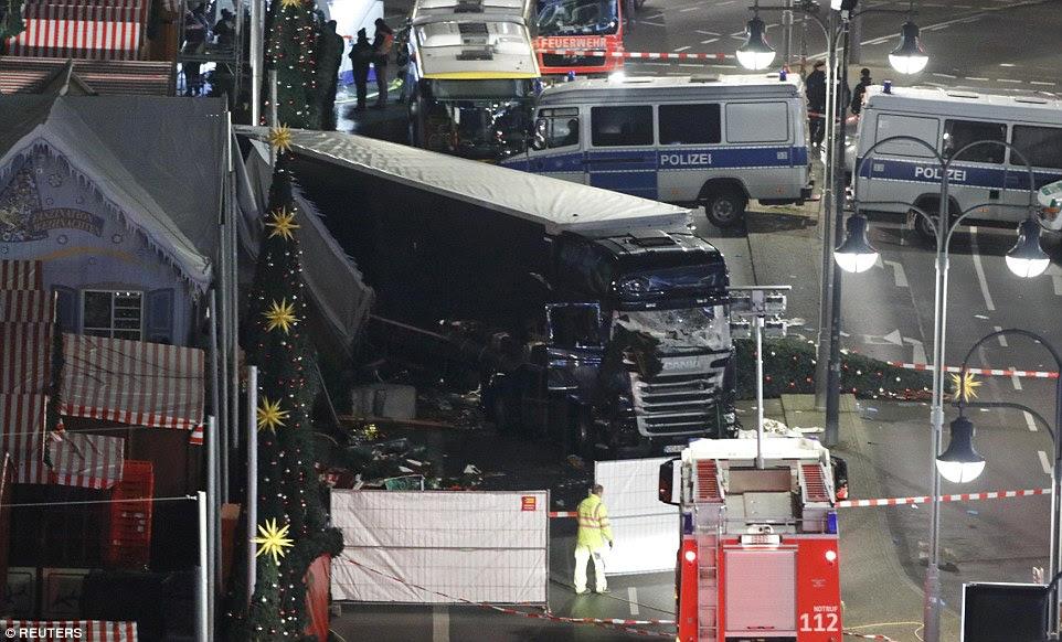 O número de mortos, que subiu de nove anos, foi confirmada pela polícia de Berlim no Twitter.  A força disse 48 pessoas que ficaram feridas - algumas delas em estado grave - foram levados para o hospital
