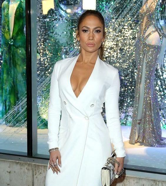 Jennifer Lopez Suffers A Wardrobe Malfunction As She