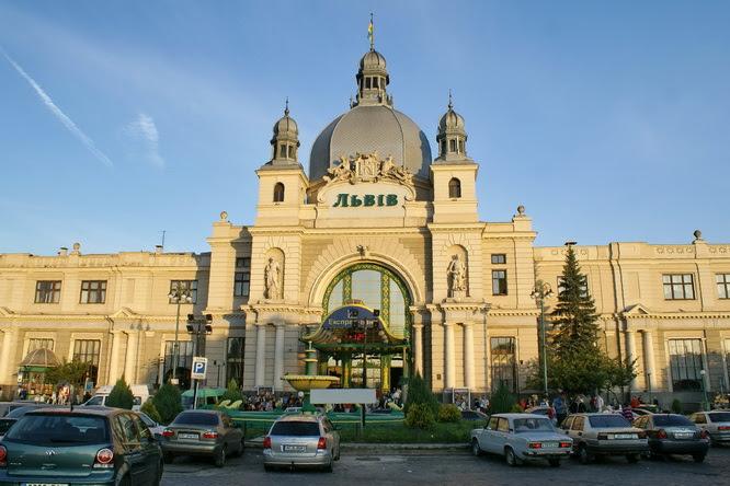 Картинки по запросу фото  около вокзала Львов