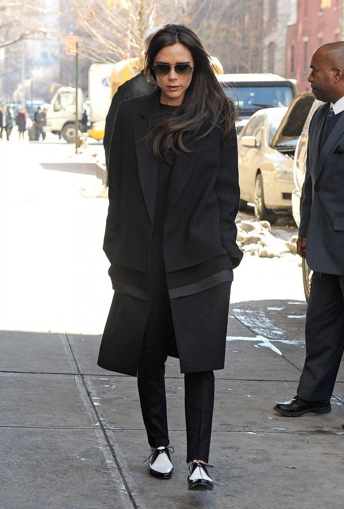 Le Fashion Blog -- Victoria Beckham In Aviator Sunglasses, A Black Coat & Two-Tone Saint Laurent Derby Shoes -- photo Le-Fashion-Blog-Victoria-Beckham-Aviator-Sunglasses-Black-Coat-Flats-Two-Tone-Saint-Laurent-Derby-Shoes.jpg