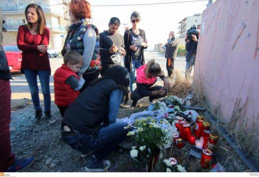 Εύοσμος: Ατέλειωτος θρήνος για τους τέσσερις νέους που `έσβησαν` στην άσφαλτο [pics]