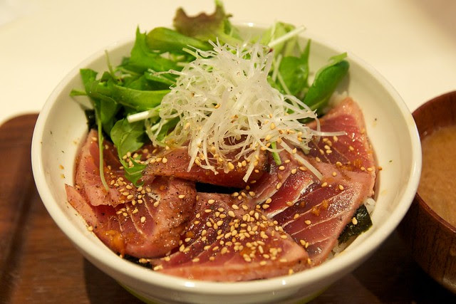 tuna bowl - maguro don