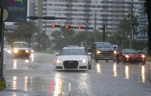 Cancelación de vuelos e inundaciones por intensas lluvias en el sur de La Florida