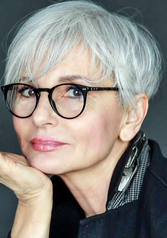 short-flat-haircut-with-bangs-for-over-60-women-with-grey ...