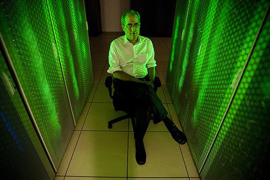Edward Witten no Instituto de Física Teórica da Unesp, em São Paulo, defende teoria das supercordas